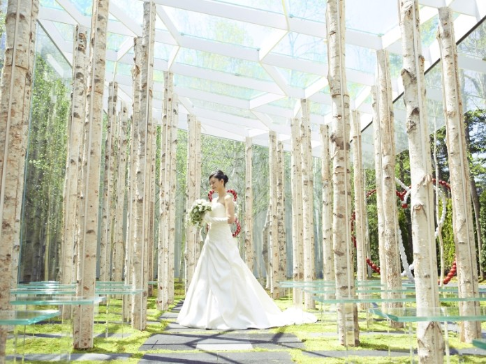 軽井沢ニューアート ウエディング 風通る白樺と苔の森チャペル